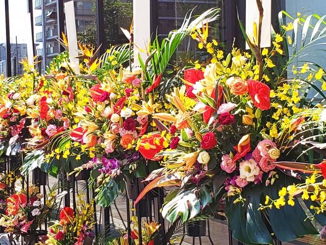 開店祝いで飾るスタンド花