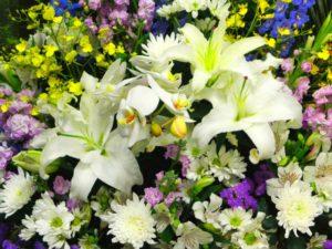 お供え・ご葬儀にスタンド花をおくる